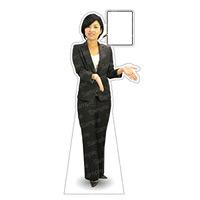 等身大パネル 女性パンツスーツ) モデル金沢真夢 ポーズ:両手右向き (62383)