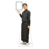 等身大パネル 男性エプロン(ブラック)-D モデル松岡修 ポーズ:左向き (62463)