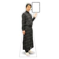等身大パネル 男性エプロン(ブラック)-D モデル松岡修 ポーズ:右向き (62464)