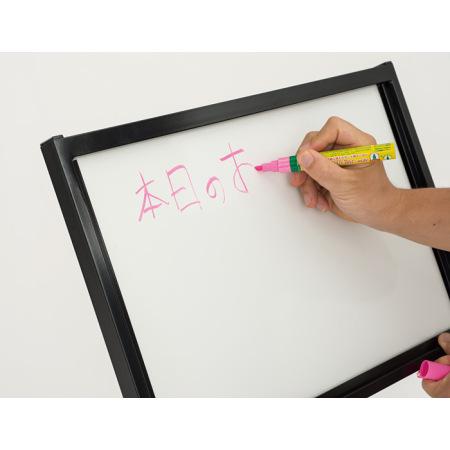 面板はホワイトボード仕様です。ボード用マーカーで直接手書きすることができます。(マーカー別売)