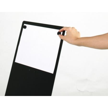 面板はスチール製なのでマグネットが使用できます