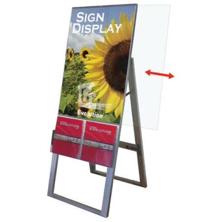 ■ポスター交換方法は楽々!カバーアクリルをレールに沿って横にスライドさせて外すだけ。(写真はシルバーシリーズ)