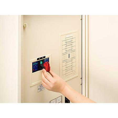 取付方法(1):スイッチをoffにして本体をセットします。
