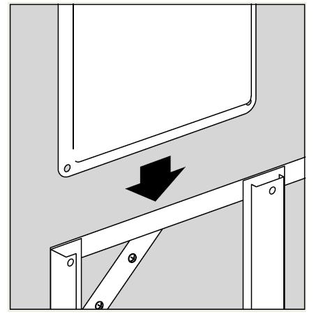付属の木ねじで、スライドアングルを壁面に設置した後、標識を差し込みます。