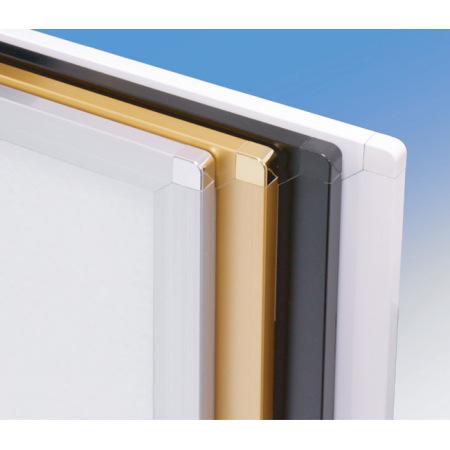 ピュアRのカラーバリエーション4色(手前から、シルバー、ゴールド、ブラック、ホワイト)