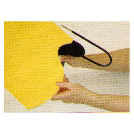 【使い方.2】ボードにニクロム線をあて、溶かしながら切ります。