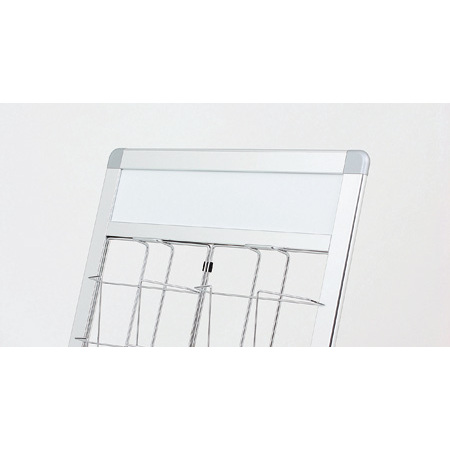 サイン面(画板)にはシート加工などがしやすいアートパネル(アルミ+樹脂積層板)を使用しています。