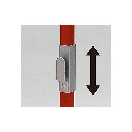 ■消火器引っ掛け用フックが上下にスライドできます。