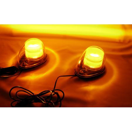 写真は、高輝度タイプ(左側)とローコストタイプ(右側)を並べて撮影した写真です。 それぞれの本体周辺の床に反射した光のリングの明るさに違いがあるのが見て取れる(左の方が右の光のリングより明るい)かと思います。