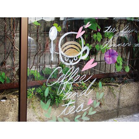 ■パステルチョークは、(平滑)窓ガラスにも描けます。