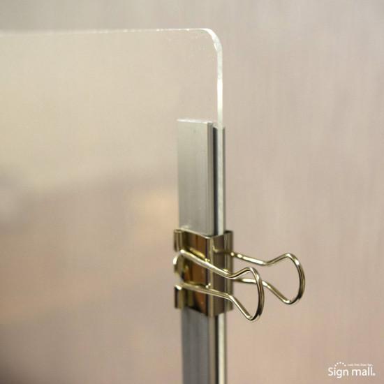■パネルと支柱はクリップで留めます。(計6個付)