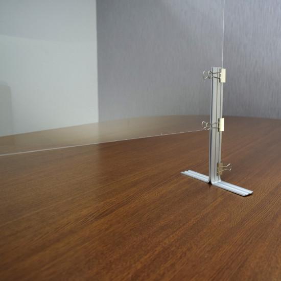 ■大型のクリップ(片側3個付)で支柱とパネルを固定します。