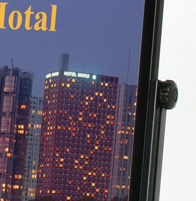 【左右独立高さ調節】サイドのノブをゆるめて脚の高さを調節します。段差対応:0〜270mm/傾斜地対応:0〜15度(※傾斜対応角度は設置場所により多少異なります。